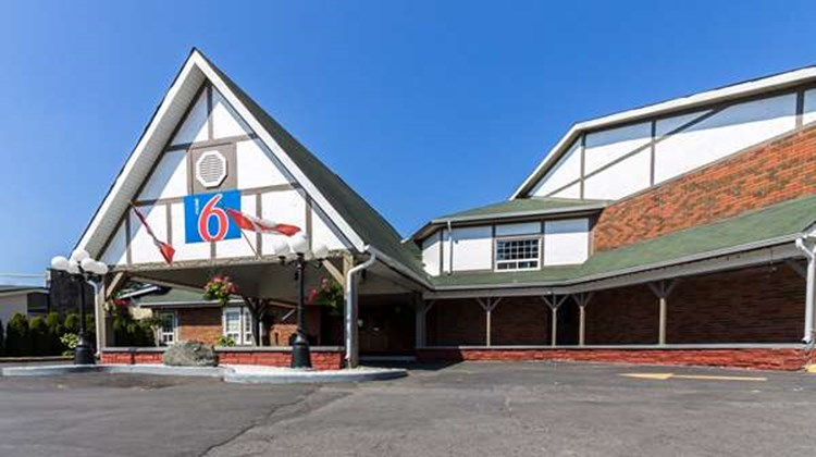 Motel 6 Trenton ON Exterior