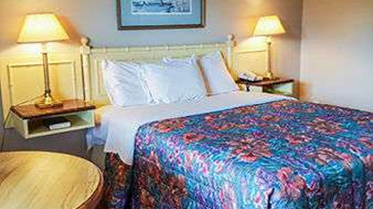Knights Inn Port Colborne Room