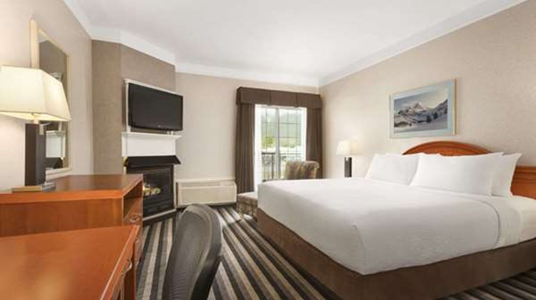 Days Inn Canmore Room