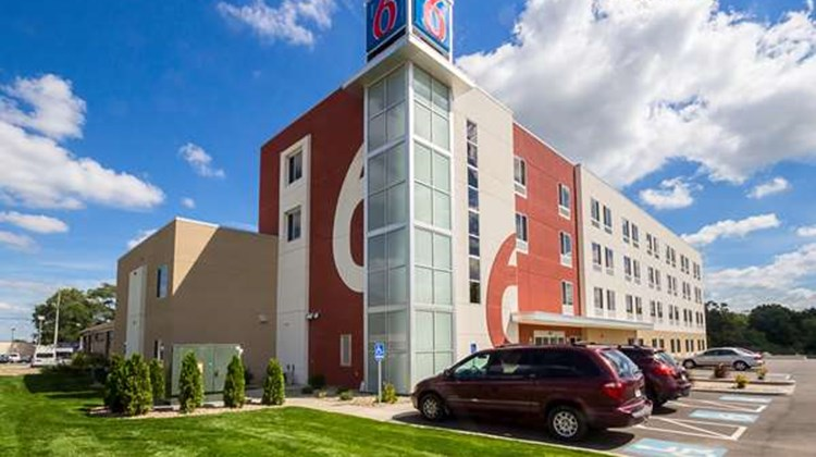 Motel 6 South Bend - Mishawaka IN Exterior
