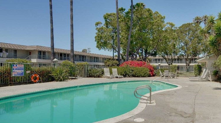 Vagabond Inn Oxnard Pool