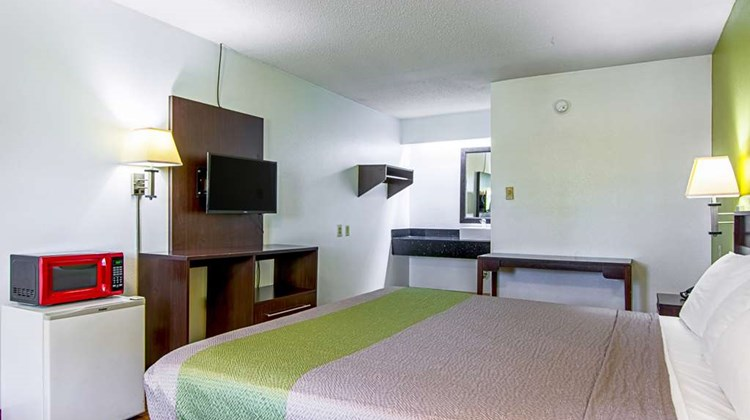 Motel 6 Charlotte Airport Room