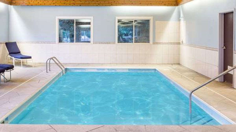 Baymont Inn & Suites Piqua Pool