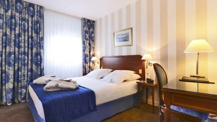 Hotel Paris Neuilly Room