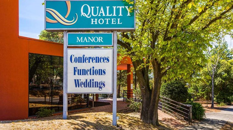 Quality Hotel Manor Exterior