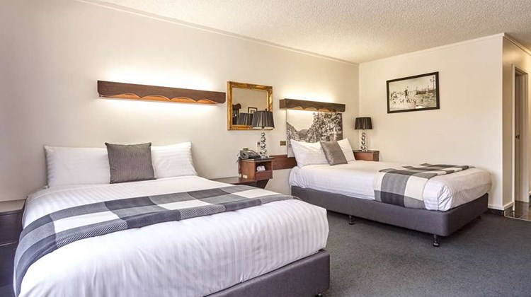 Quality Hotel Colonial Launceston Room