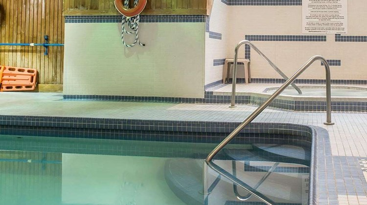 Comfort Hotel & Suites Peterborough Pool