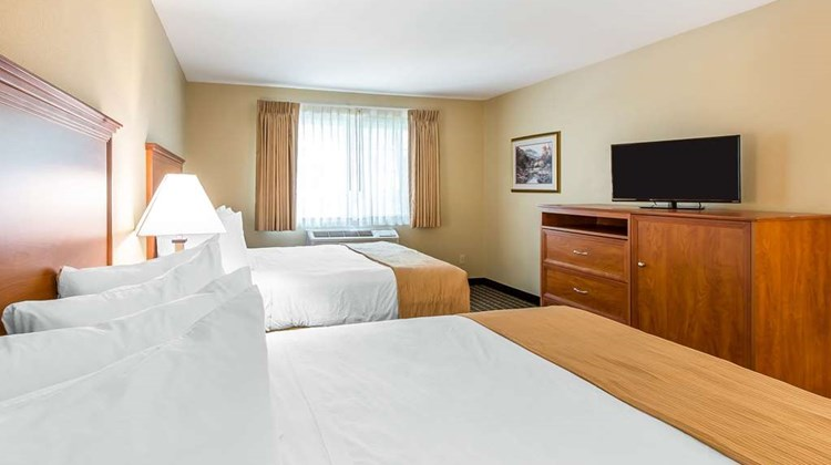 Quality Inn & Suites ON THE RIVER Room
