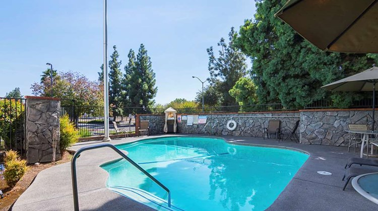 Quality Inn Fresno Airport Hotel Pool