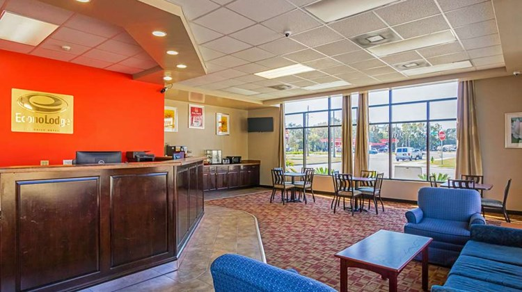 Econo Lodge Garden City Lobby