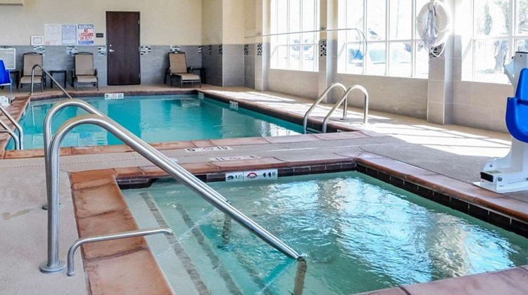 Comfort Inn & Suites-Artesia Pool