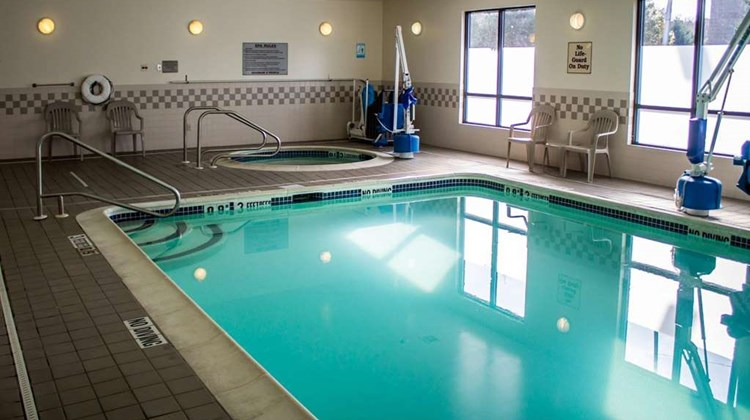 Quality Inn Central Albany Pool