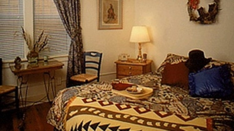 Leland House Bed & Breakfast Suites Room
