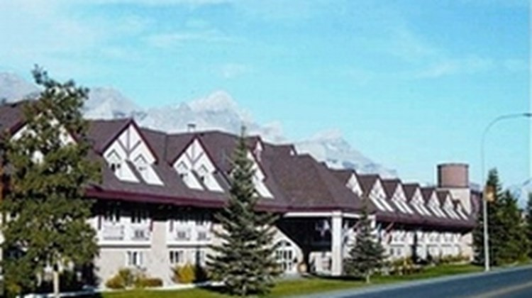 Canmore Inn & Suites Exterior