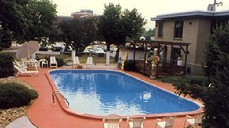 Towne & Country Motel Pool