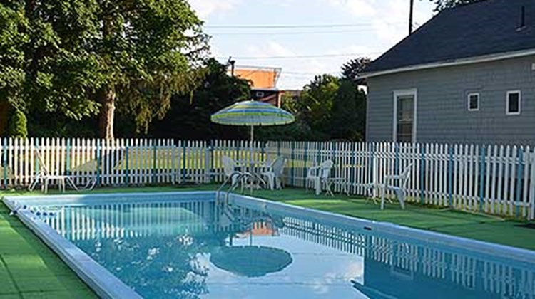 Willows Motel Pool