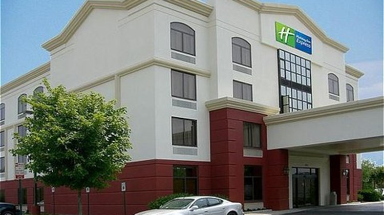 Holiday Inn Express Richmond Airport Exterior
