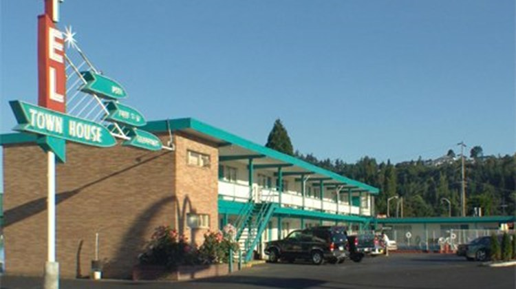 The Town House Motel Exterior