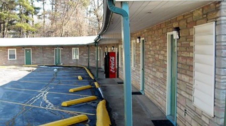 Whispering Pines Motel Exterior