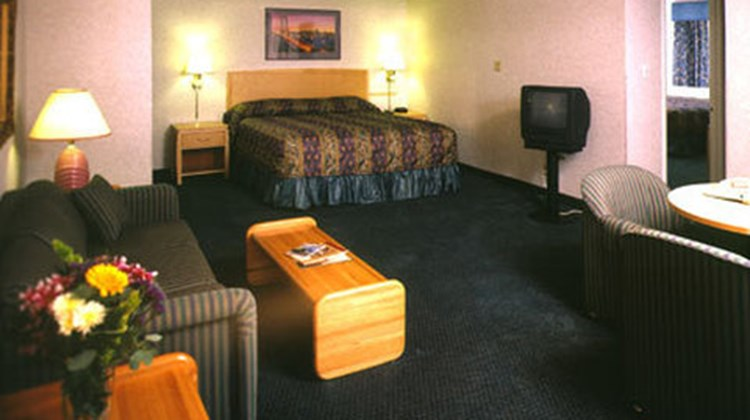 Nob Hill Motor Inn Suite