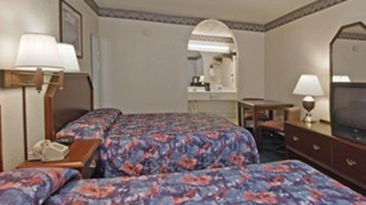 Stratford House Inn & Suites Room