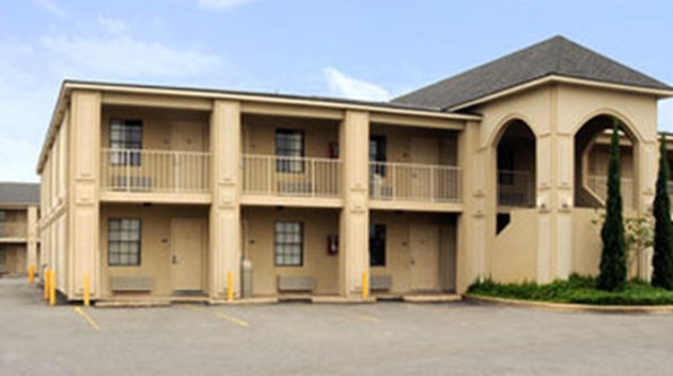 The Shreveport Country Inn Exterior
