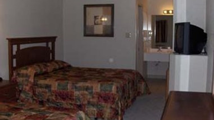 Country Hill Inn & Suites Room