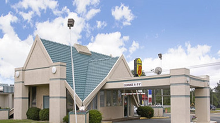 Super 8 Richmond Exterior