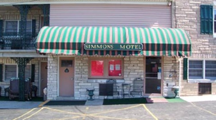 Simmons Motel & Suites Exterior