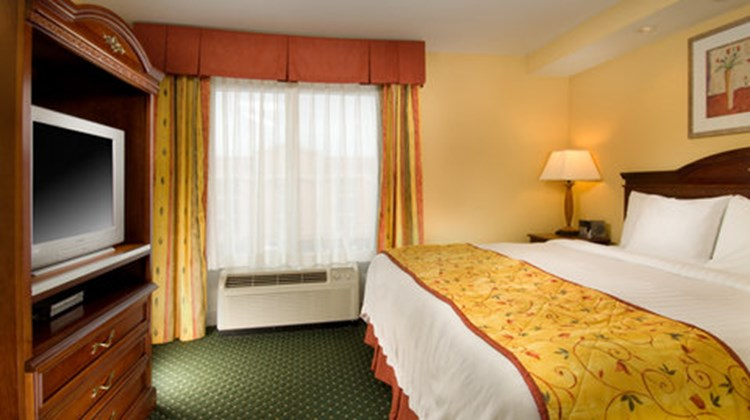 Fairfield Inn & Suites Suite