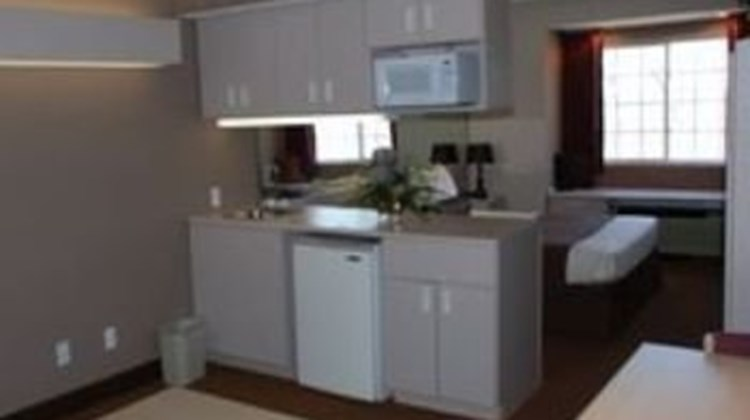 Patti's Inn & Suites of Grand Rivers Suite