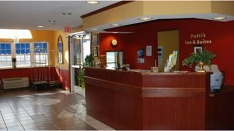 Patti's Inn & Suites of Grand Rivers Lobby