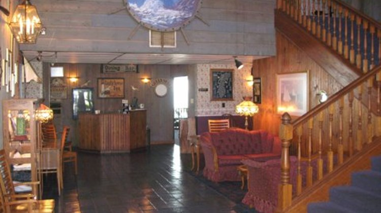 Lighthouse Inn on the Lake Lobby