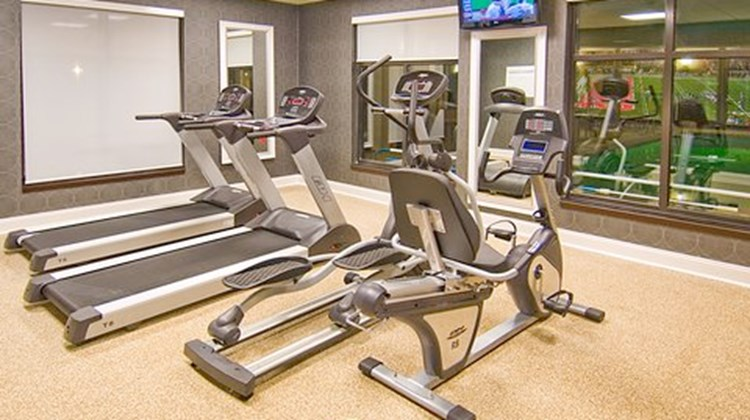 Holiday Inn Express & Suites Fulton Health Club