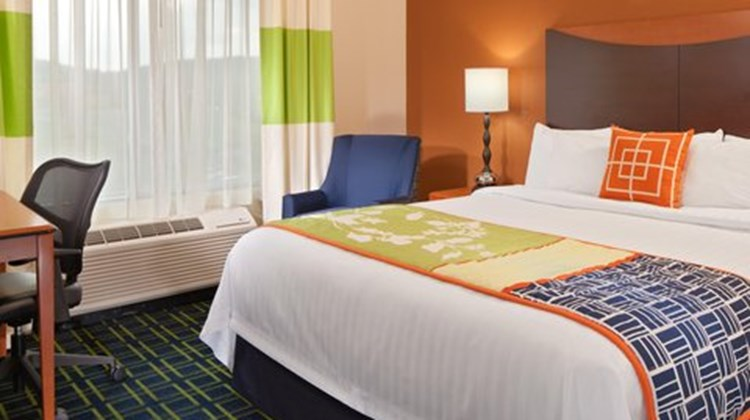 Fairfield Inn & Suites Harrisonburg Room