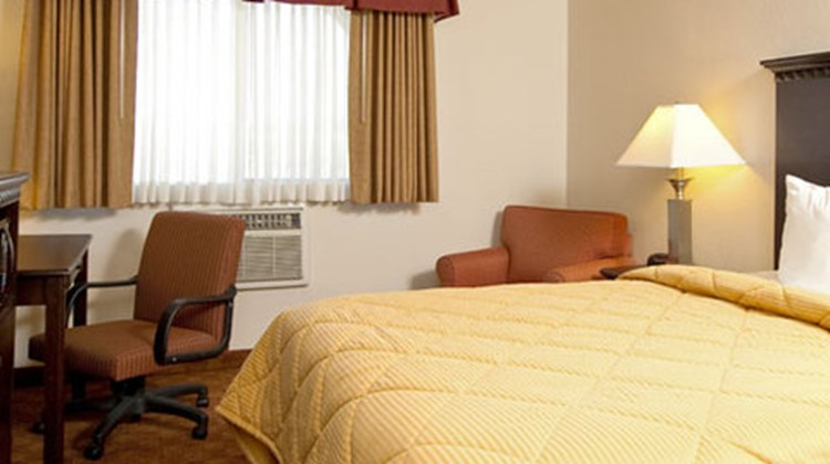 Lompoc Valley Inn & Suites Room