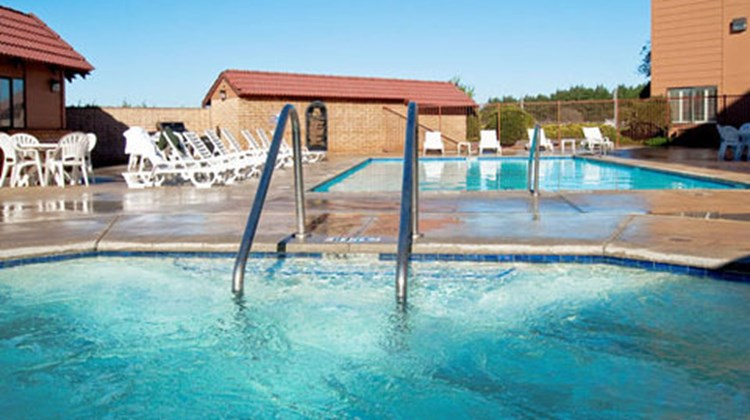 Lompoc Valley Inn & Suites Pool