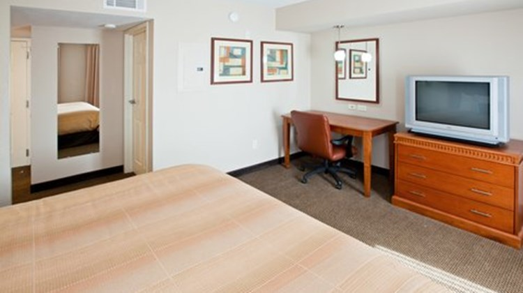 Candlewood Suites City Centre Room