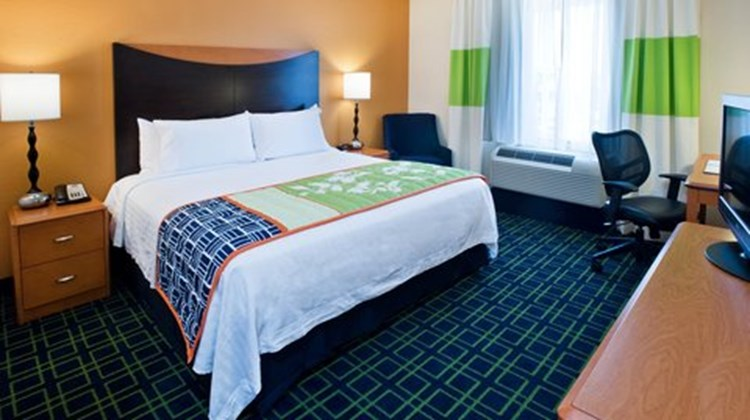 Fairfield Inn & Suites Albany Room