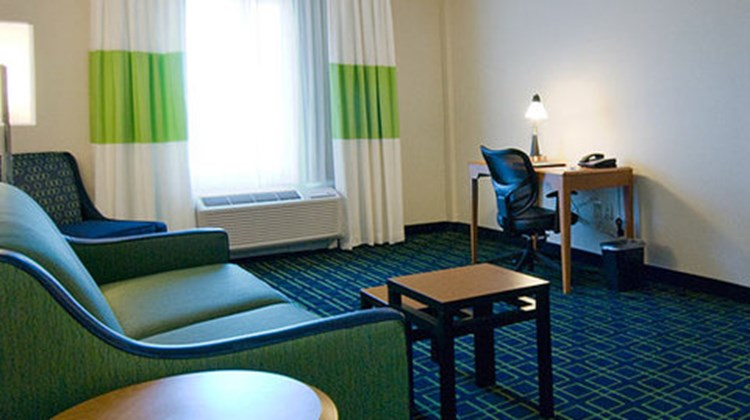 Fairfield Inn & Suites Plainville Room