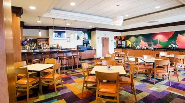 Fairfield Inn & Suites Toronto Airport Restaurant