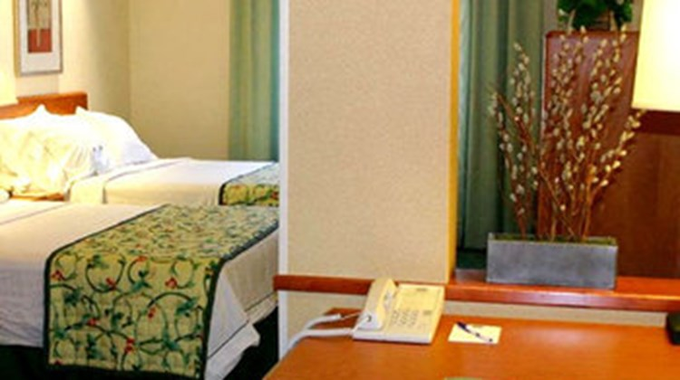 Fairfield Inn & Suites Sandusky Room