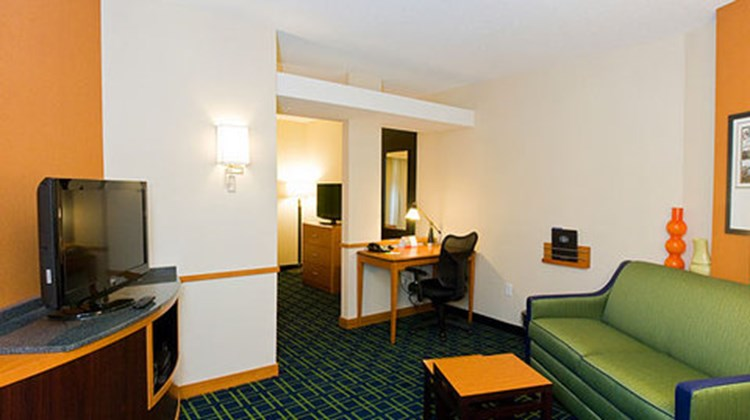 Fairfield Inn & Suites Columbus Polaris Room