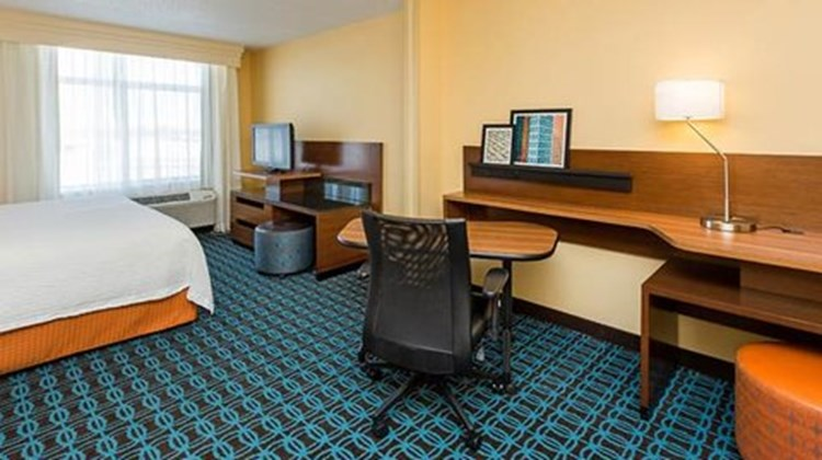 Fairfield Inn & Suites Des Moines West Room