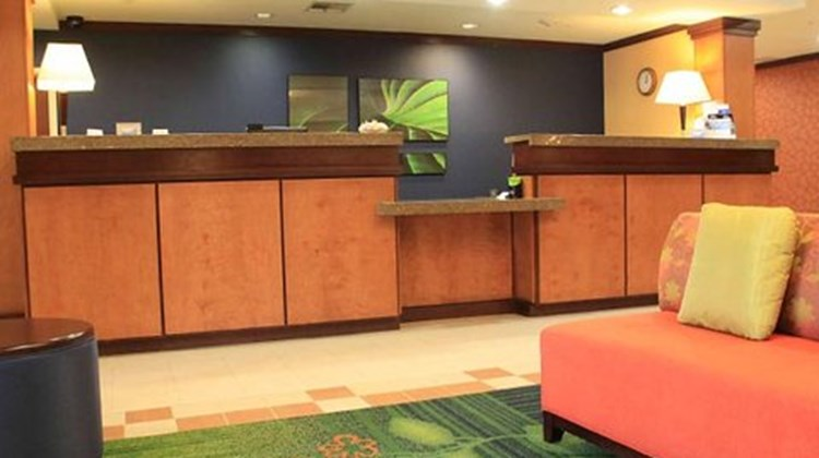 Fairfield Inn & Suites Denton Lobby