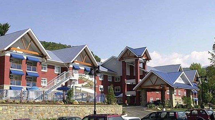 Fairfield Inn & Suites Exterior