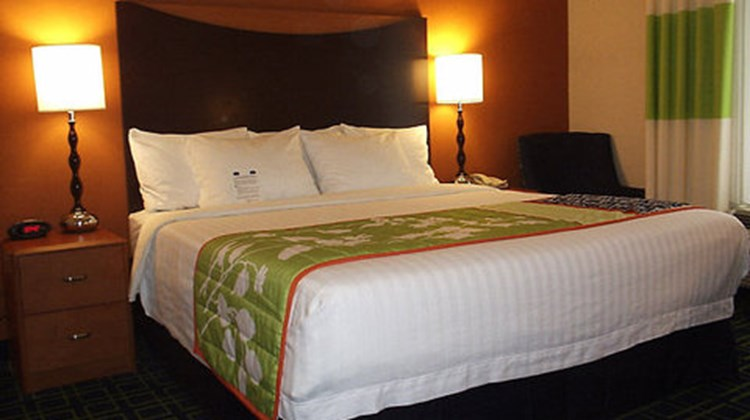 Fairfield Inn & Suites Seymour Room