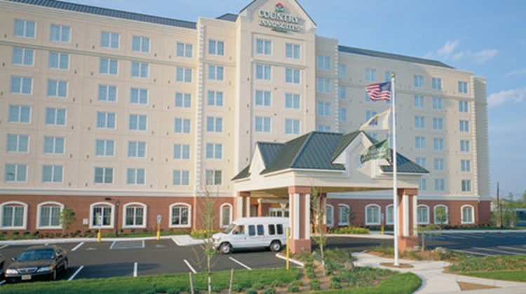 Country Inn & Suites Newark AP EWR Exterior
