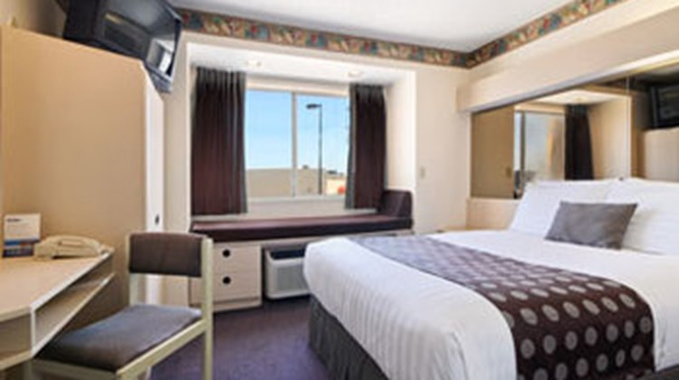 Arya Inn & Suites Room