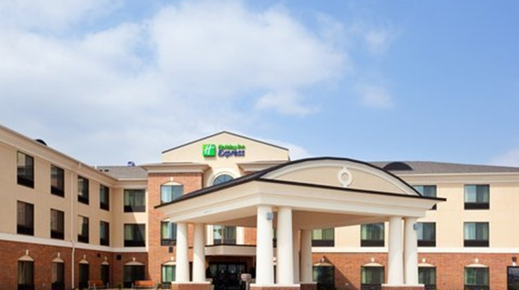 Holiday Inn Express Hotel & Suites Peru Exterior